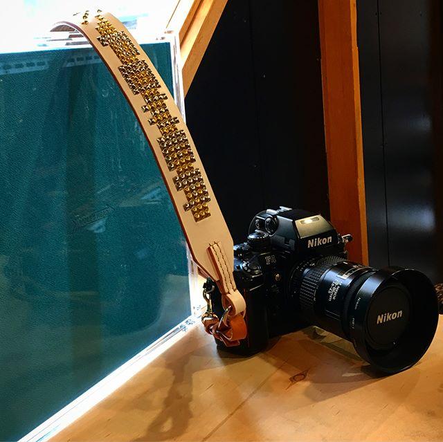 #original #leather #accessories #camerastrap #studs #custom #handmade #kagoshima #japan #nikon #nikonf4 #giugiaro #design #camera #photographer #yoshiyukiokuyama #2016 #凄い#写真集 #一眼レフ #カメラ#ジウジアーロ #趣味 #フイルム#写真 #ファッション #スタッズ #カメラストラップ・☆アナログな一眼レフ☆・☆お祝いで買ってあった写真集☆改めて見ると面白い☆