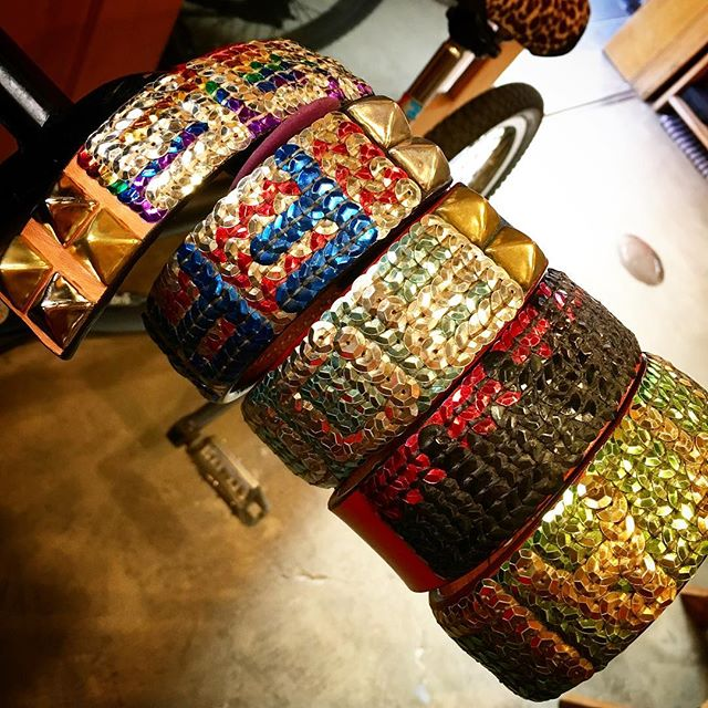 Suki.・☆name☆・#original #leather #accessories #bangle #bracelet #hongkong #tourist #dogcollar #belt #fashion #spangle #handsewing #rainbow #studs #rock #handmade #kagoshima #japan #ファッション #スパンコール #スタッズ #ブレスレット #香港 #dog #dogs #dogstagram #instadog #犬 #首輪 #虹・・・・・☆鹿児島も、海外からの旅行者が多く、台湾、オーストラリア、アメリカ、フランスなど、立ち寄ってくれたお客様が、購入してくれるんですが、当然ですが現物を買って帰ります☆・☆今回、香港からのお客様が、スパンコールを気に入って頂き、名前を入れてブレスレットを作って欲しいとオーダーして頂きました☆・☆初めての海外発送で、勉強する事もありましたが、無事に発送出来ました☆・・・☆Enjoy☆