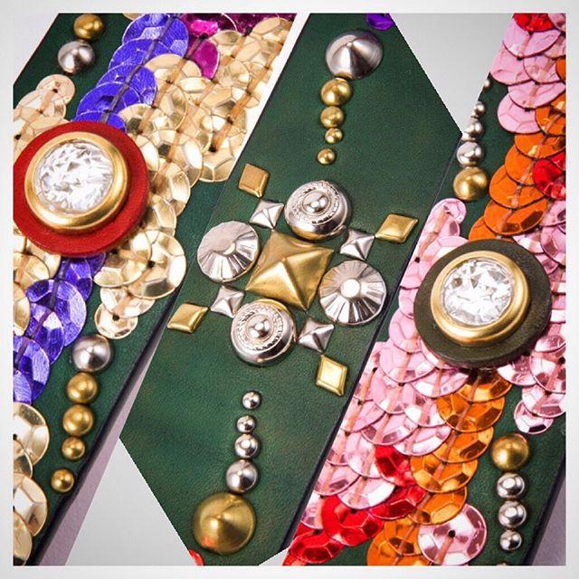 ☆Studs & Spangle☆・・・☆24mm幅リストバンド with 18mm幅 リード (ハンドフリー)☆・・・☆12mm幅 首輪 & 鑑札入れ☆・・・☆15mm幅 首輪 & 鑑札入れ(new)☆・・・☆24mm幅 首輪 & 鑑札入れ(new)☆・・・☆40mm幅 ベルト☆・・・#original #leather #accessories #bracelet #dogcollar #dogleash #belt #guitarstrap #studs #Spangle #handmade #kagoshima #dog #cat #dogstagram #catsofinstagram #instadog #rock #fashion #犬 #猫 #首輪 #リストバンド #ベルト #迷子札 #スタッズ #スパンコール #ロック #鹿児島・・・☆スパンコールも1個ずつ互い違いに手縫いで縫い付けています。1列よりも2列、3列と増えれば強度も増します。首輪でもベルトでも、ガンガン使っても早々壊れません☆・☆色の濃いスパンコールは、退色したり、端っこの引っかかりやすい場所は、破損したりしますが、スタッズと組み合わせると強度も増します☆・☆スパンコール製品を、直せるところも利点です☆