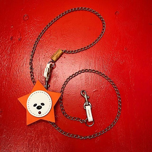 ☆チェーンリード☆・・・☆アフロ☆スター☆カスタム☆・・・☆リードそのものは、手のひらに収まる程度☆ ・・・☆手が痛そーう(実際は痛くありません)って思う人はグリップを☆ ・・・☆なんか寂しーなーって思う人は、スターなどをカスタム出来ます☆・・・#original #leather #accessories #wristband #dogcollar #belt #chain #dogleash #afro #star #necklace #keyholder #dogtag #studs #handmade #kagoshima #fashion #dog #dogs #bichonfrise #犬 #首輪 #リストバンド #ベルト #チェーン #リード #星 #アクセサリー #鹿児島 #ビションフリーゼ・・・☆本日も営業中です☆
