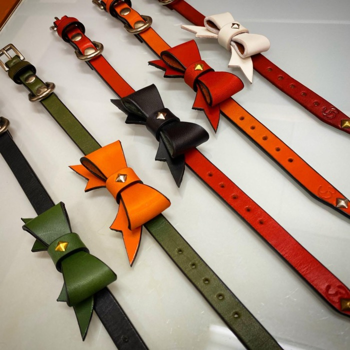 ☆Newリボン☆・・・・・☆レザーの色、スタッズやスワロなど、お好みでカスタム出来ます☆・☆お揃いでリストバンドなどにも☆・・・・・☆今週は私用の為店休になります☆・・・#original #leather #accessories #bracelet #wristeand #dogcollar #belt #dogleash #necklace #keyholder #dogtag #studs #spangle #handmade #kagoshima #rock #rocknroll #cutie #fashion #dog #dogs #犬 #首輪 #リストバンド #ベルト #リード #キーホルダー #アクセサリー #スタッズ #鹿児島