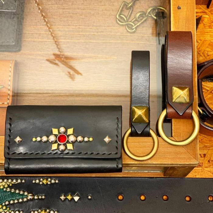 ☆Leather☆Goods☆・・・☆カードケース☆・☆キャッシュレス☆・☆小さい財布&名刺入れ☆・・・☆真鍮製のリングを使ったキーホルダー☆・☆ベルトのアクセント☆・・・・・☆今週も日曜日のみの営業になります☆・・・#original #leather #accessories #leathergoods #wallet #cardcase #keyholder #studs #handmade #quality #kagoshima #bracelet #dogcollar #belt #brass #dog #dogstagram #instadog #犬 #首輪 #リストバンド #財布 #名刺入れ #カードケース #キーホルダー #迷子札 #真鍮 #鹿児島 #スタッズ #革小物