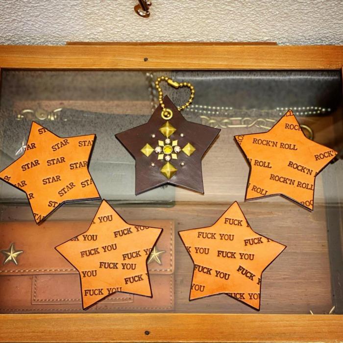 ☆星☆・・・・・☆レザーコースター☆・☆キーホルダー☆・・・☆スタッズ打ったり、オリジナルで刻印出来ますよ☆・・・☆今週も日曜日のみの営業になります☆・#original #leather #accessories #fucku #star #rocknroll #handstamped #coaster #cafe #keyholder #studs #wallet #dogcollar #handmade #kagoshima #craft #goods #rock #fashion #dog #dogstagram #instadog #犬 #首輪 #星 #スタッズ #財布 #キーホルダー #コースター #鹿児島