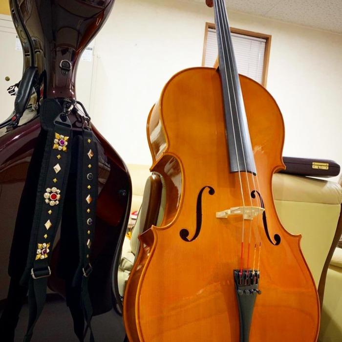 ☆お持ちのストラップにスタッズカスタム☆・・・・・☆レザー以外にもカスタム出来ますよ☆・・・☆今週も日曜日のみの営業になります☆・#original #leather #accessories #strap #guitarstrap #music #violoncello #cello #studs #custom #handmade #kagoshima #dog #dogstagram #dogcollar #dogleash #belt #bracelet #革 #スタッズ #チェロ #ギターストラップ #楽器 #ロック #ベルト #リストバンド #犬 #首輪 #ネックレス #鹿児島
