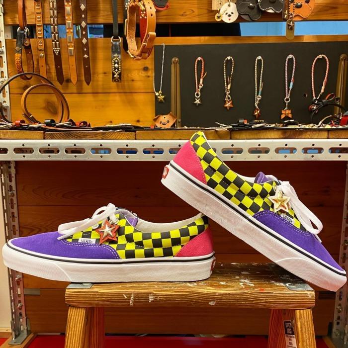 ☆足元に☆星☆いかがですか☆・・・☆レザー&スタッズ☆お好みでオーダー出来ますよ☆・・・☆愛犬とのお揃いも☆・・・☆星も手で切り出しています☆・・・・・☆今週も本日と明日の営業になります☆・・・#original #leather #accessories #star #studs #custom #sneaker #sneakers #vans #wristband #belt #wallet #rock #fashion #handmade #kagoshima #dog #dogcollar #ロック #ファッション #スニーカー #バンズ #星 #スタッズ #犬 #首輪 #リストバンド #ベルト #財布 #鹿児島