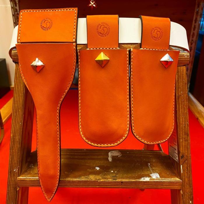 ☆Gardening☆・☆ガーデニング☆・・・☆鋏ケース☆・☆発色の良いオレンジでスタッズ付き☆・・・・・☆今週も本日と明日の営業になります☆・・・#original #leather #accessories #pruningshears #case #studs #belt #handmade #handsewing #kagoshima #dog #dogcollar #garden #gardening #plant #flowers #pruning #犬 #首輪 #スタッズ #ベルト #造園 #剪定 #剪定鋏 #刈込鋏 #植物 #花 #ガーデニング #園芸 #鹿児島
